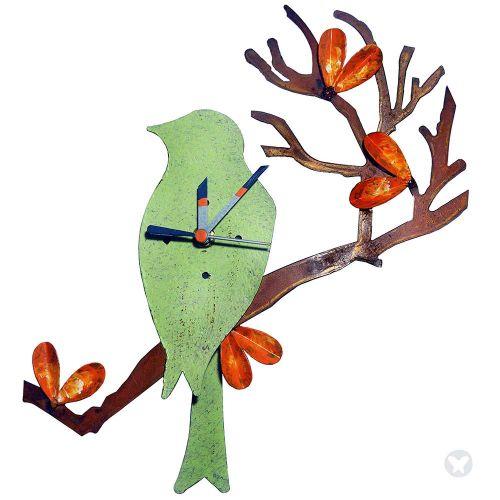 Reloj pajaro en chamizo verde